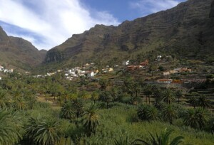 WHERE ARE THE MOST POPULAR PLACES TO STAY IN LA GOMERA, AND HOW MUCH DOES IT COST?